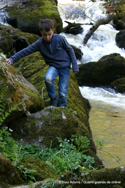 devil-glen-waterfall-child-rocks