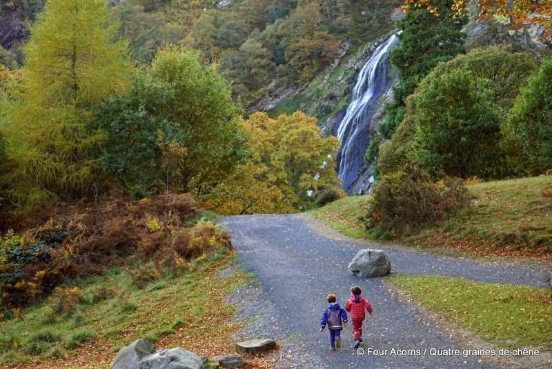 Powerscourt-waterfall-autumn-children-running