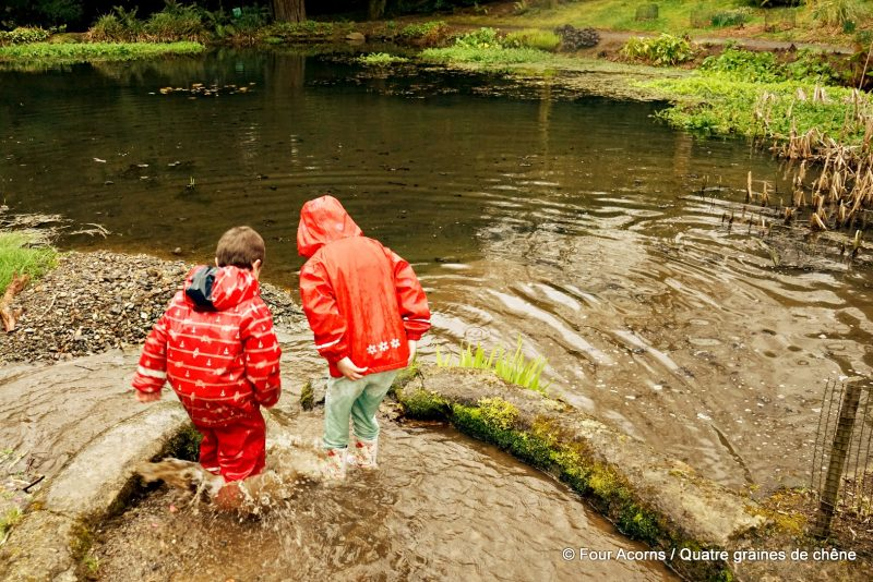 imperméable, overall, overall, rain gear, Ireland, Irlande, waterproof, salopette, outerwear, rain, forest school, wild, outdoors, children, nature, plein air, enfants, pluie
