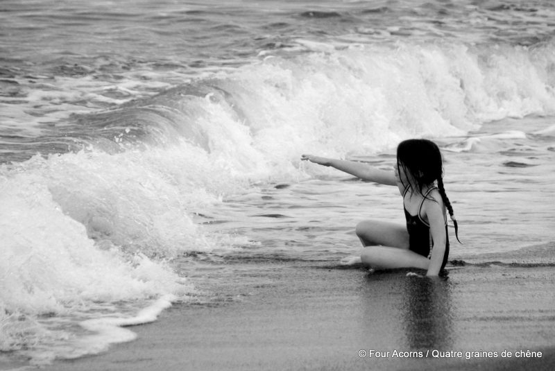 fearless-beach-wave-vague-plage-mermaid-sirène