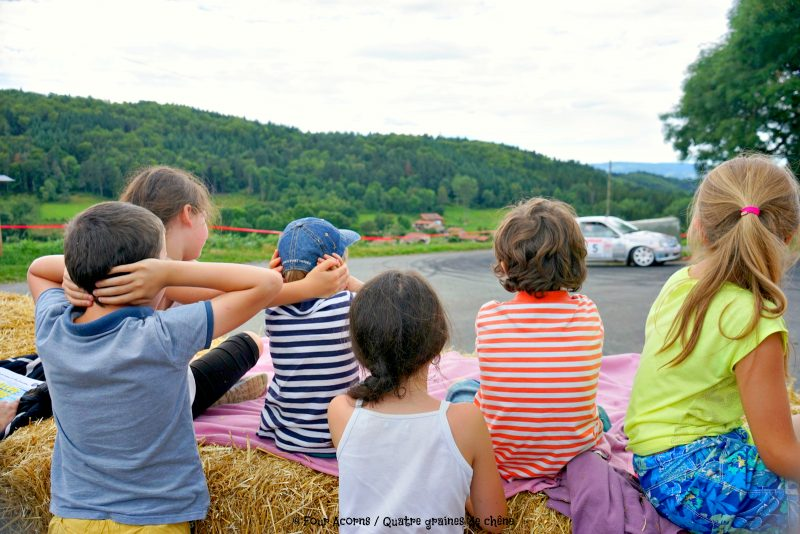 rallye-fourme-children-blocking-ears-loud