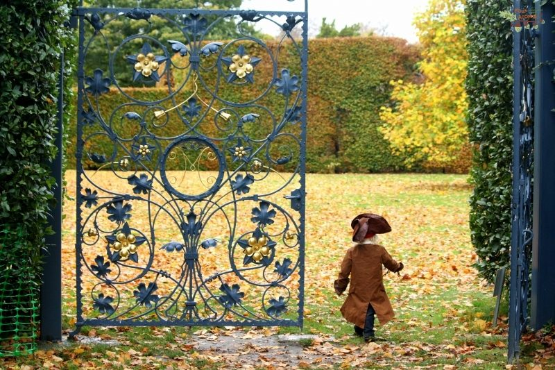 little-prince-autumn-walking-though-blue-gate-Killruddery