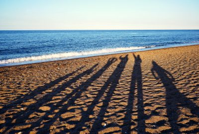 shadows-beach-silhouette-six-family-sunset-sea