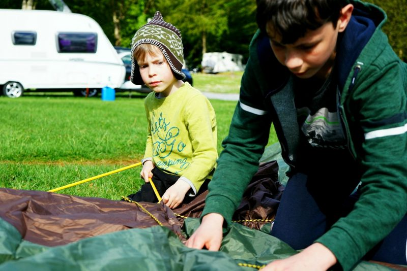 tent-pitching-family-camping