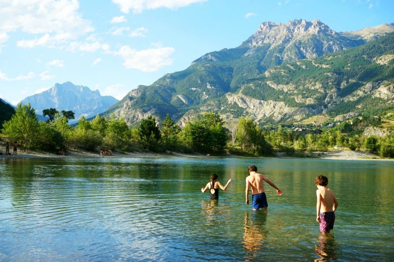 wild-swimming-lac-artificiel-chapelle-de-rame-champcella-hautes-alpes-france