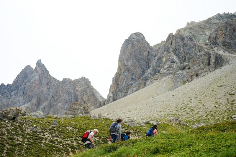 family-hike-french-alps-pointe-des-béraudes