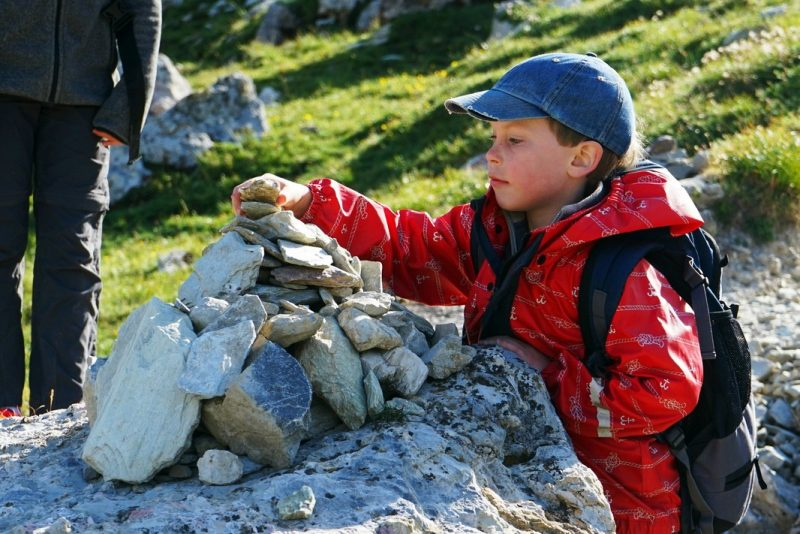 cairn-family-hike-french-alps
