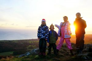 Welcoming the light with a solstice sunrise hike / Randonnée du solstice